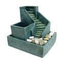 Fontaine d'intérieur de relaxation - L'eau s'écoule sur un escalier et des pierres