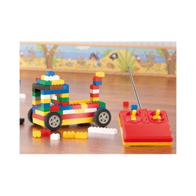 Voiture télécommandée style Lego avec 500 briques emboîtables